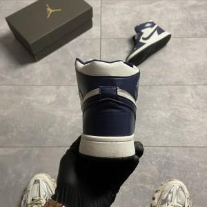 Кроссовки Nike Air Jordan 1 Retro Metallic Gold Obsidian