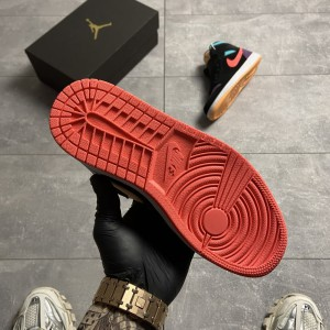 Кроссовки Nike Air Jordan 1 Retro Mid Multicolor